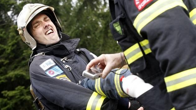 TFA 2013 na Andrlově chlumu. Na sedmdesát nejtvrdších hasičů tady bojovalo o nejlepší výkony v extrémním hasičském sportu.
