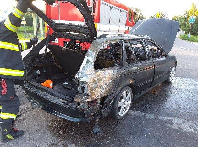 Požár automobilu vPardubicích
