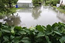 Zahrada před domem připomínala spíš jezero