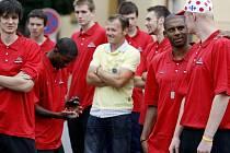 V úterý se pardubičtí basketbalisté sbalili a nyní již polykají tréninkové dávky v Harrachově