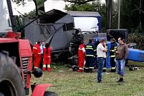 Řidič traktoru u Bělečka na Pardubicku srážku s avií nepřežil