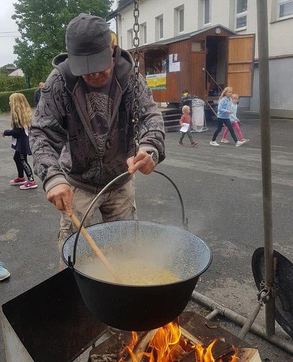 Kandidáti 3PK, pod názvem Krajánci, vařili na Guláš festivalu v Přívratu.