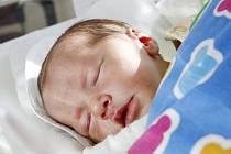 Justina Kusá se narodila 20. října v 14:55 hodin. Měřila 50 centimetrů a vážila 3080 gramů. Maminku Lenku u porodu podpořil tatínek Milan a rodina je z Pardubic.