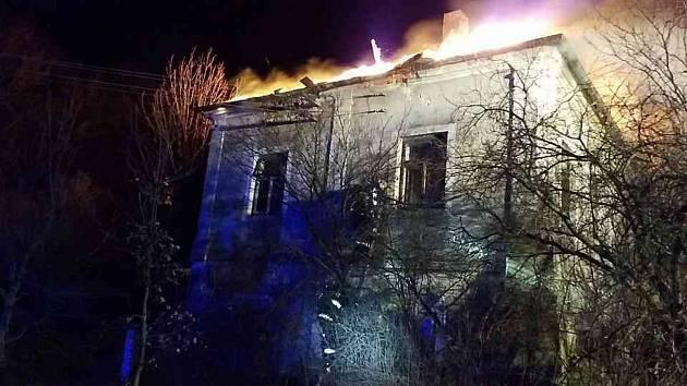 Požár hájovny ve Valech u Přelouče.