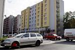 """Zaparkovanou Škodu Octavii zdobí """"botička"""" již více než dva týdny."""