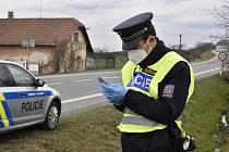 Policejní hlídka v Chýšti.
