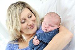 ELIOT HAVLENA se narodil 9. dubna v 10 hodin a 59 minut. Po příchodu na svět vážil 4380 gramů. Rodiče Žaneta a Lukáš bydlí v Pardubicích.