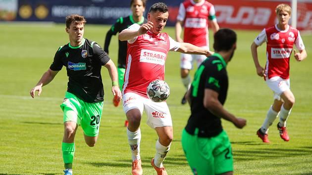Fotbalové utkání Fortuna:ligy mezi FK Pardubice a FC Viktoria Plzeň, na snímku Pavel Černý.