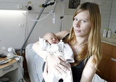 Sára Spurná se narodila 26. října v 6.52 hodin. Měřila 48 centimetrů a vážila 3000 gramů. Maminku Petru u porodu podpořil tatínek Jan. Rodiče si svou prvorozenou dceru odvezou domů do Pardubic.