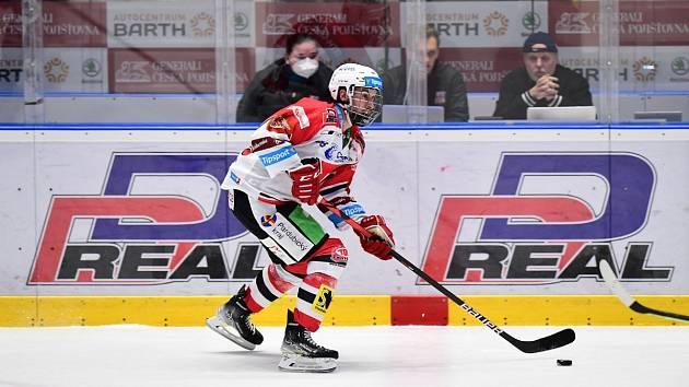 Hokejový útočník Pardubic Ondřej Roman