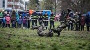 Pálení čarodějnic na pardubickém dostihovém závodišti s ukázkami vojáků 14. pluku logistické podpory.