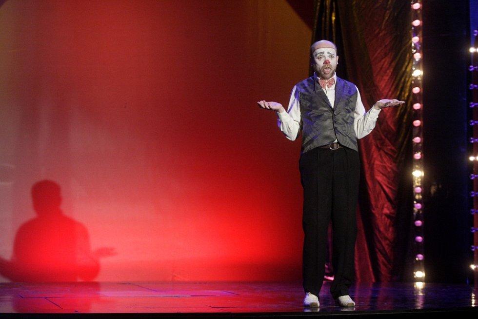 Galavečer smíchu 2015 v pardubickém divadle. Matúš Bukovčan.