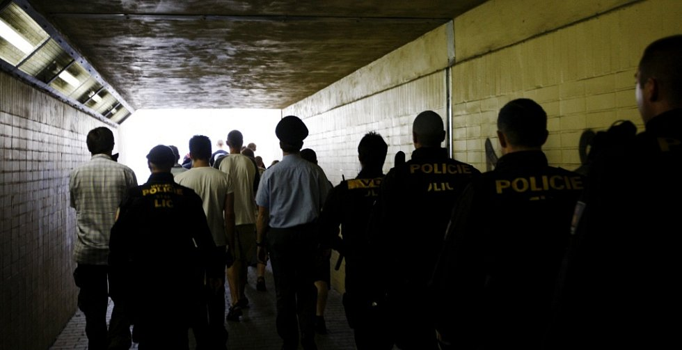 V Pardubicích se sešli extremisté na nepovolenou demonstraci. Protestovali proti policejní razii zaměřenou na neonacisty