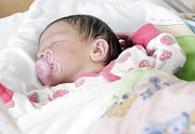 ELIŠKA TESAŘOVÁ se narodila 21. března ve 2 hodiny a 15 minut. Vážila 3350 gramů a měřila 51 centimetrů. Maminku Darinu podpořil při porodu tatínek Pavel. Bydlí v Chotči a doma na ně čeká  osmiletý Daniel.