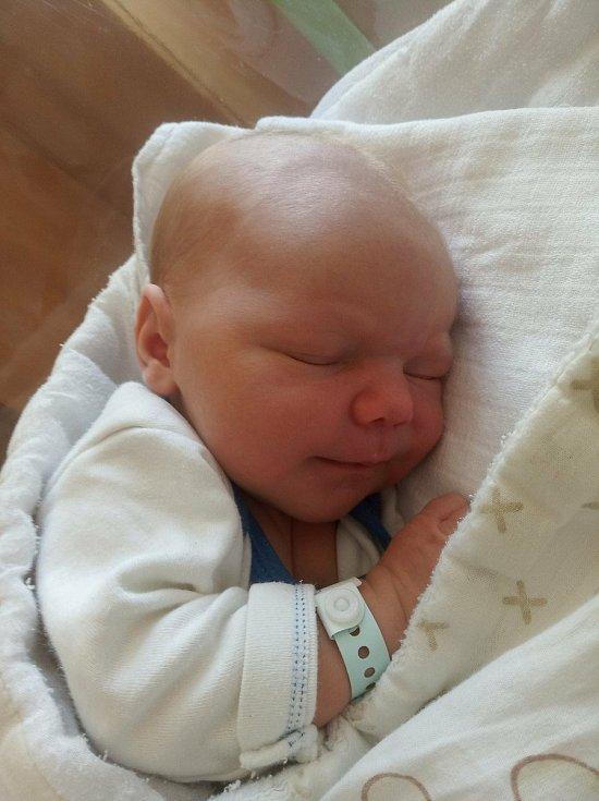 Marek Škvrňák se narodil 2. 9. 2021 v 11 hodin. Vážil 4100 g a měřil 50 cm. Šťastní rodiče Martina Škvrňáková a Michal Škvrňák jsou ze Rváčova.