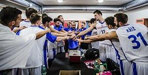 TLAPU NA TO... Čeští basketbalisté se budou muset rvát v pátek i v pondělí jako lvi.