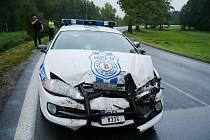 Vůz strážníků po čelním střetu s audi