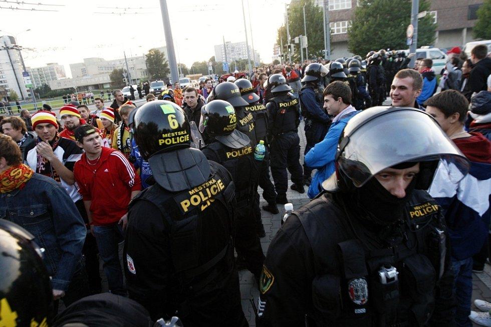 Tábory obou příznivců od sebe policie raději oddělila