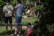 Benefiční utkání na podporu zneužívaných míchaček v pardubickém parku Na Špici.