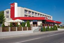 V dubnu se do bývalého hotelu v centru města nastěhují první nájemníci. Nový majitel Milan Kušta očekává, že do dvou měsíců objekt zaplní. Zájemci jsou.