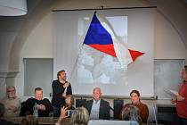 Jiří Kubík s vlajkou.