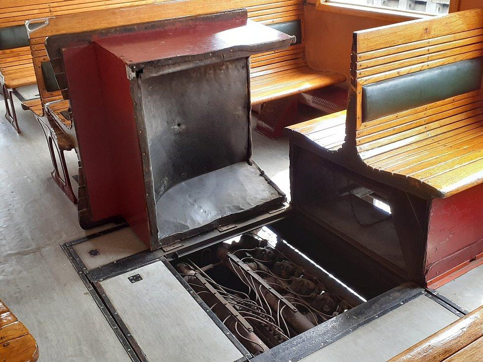 Chlazení vzduchem, prostě na konečné odklopíte sedačku.