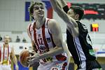 Finále Českého poháru v basketbalu mužů: BK JIP Pardubice (v bíločerveném) - ČEZ Basketball Nymburk (v černém) ve Sportovní hale ve Svitavách.