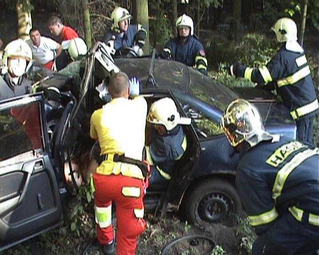Zásah hasičů na místě nehody