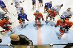 První letošní trénink pardubických hokejistů na domácím ledě