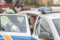 Nehoda Jana Vanáče. Automobil poslal přes dětské hřiště do rodinného domu a utekl. Po nehodě nadýchal 3,35 promile alkoholu.
