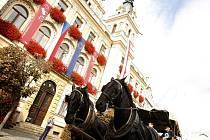 Pardubicemi v pátek projedou kočáry i historická vozidla.