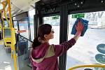 Opatření ve spojích městské hromadné dopravy.