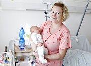 MATYÁŠ HÁJEK se narodil 28. srpna ve 13 hodin a 45 minut. Měřil 51 centimetrů a vážil 4190 gramů. Maminku Janu podpořil u porodu tatínek Ondřej. Bydlí v Pardubicích a doma na ně čeká pětiletá Nikola.