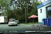 Ukradené vozidlo opustil zloděj na benzínové pumpě
