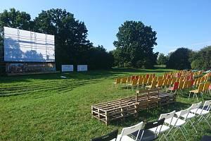 Pardubické letní kino Pernštejn má nové promítací plátno.