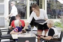 Eva Horáková umí rozdávat radost i svým hostům v kavárně.
