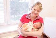 NELA MAREŠOVÁ se narodila 11. března ve 21 hodin a 50 minut. Měřila 49 centimetrů a vážila 3280 gramů. Maminku Lenku podpořil u porodu tatínek Daniel. Doma v Pardubicích na nového sourozence čeká tříletý Daniel.