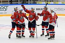 Generali Česká Cup: HC Kometa Brno (bílá) - HC Dynamo Pardubice (červená)