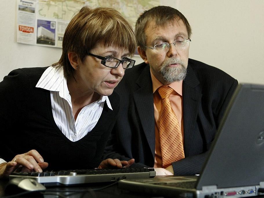 Hejtman Radko Martínek při on-line rozhovoru v redakci Pardubického deníku