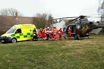 Čtyřletou holčičku srazil ve Veselí u Přelouče nákladní automobil. Do nemocnice ji převážel vrtulník záchranné služby.