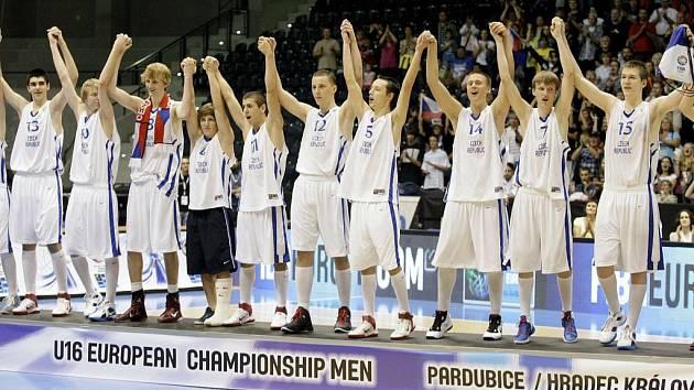 ME U16: Češi na šampionátu získali stříbro. Ve finále prohráli s Chorvatskem 57:67.