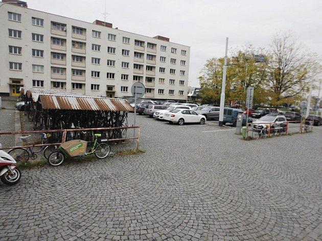 Uzavřeno z důvodu přestaby bude také parkoviště u nádraží.