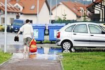Přívalový déšť v Němčicích na chvíli změnil části ulic v rybníky