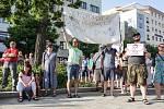 Zhruba šest set lidí se v úterý sešlo u sochy Jana Kašpara v Pardubicích. Opět protestovali proti premiérovi Andreji Babišovi a ministryni spravedlnosti Marii Benešové.