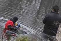 Mrtvé tělo v řece Chrudimce v Pardubicích patřilo zřejmě bezdomovci.