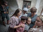 Libuše volá Londýn. Příznivci vojenské historie z Roty Nazdar předvedli v Lázních Bohdaneč ukázky výcviku i vybavení československých parašutistů.
