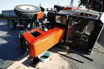 Ve Starém Hradišti se srazil traktor s dodávkou