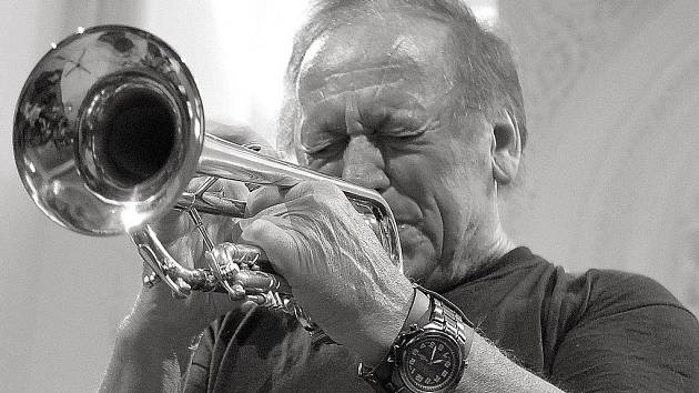 Trumpetista Laco Déczi.