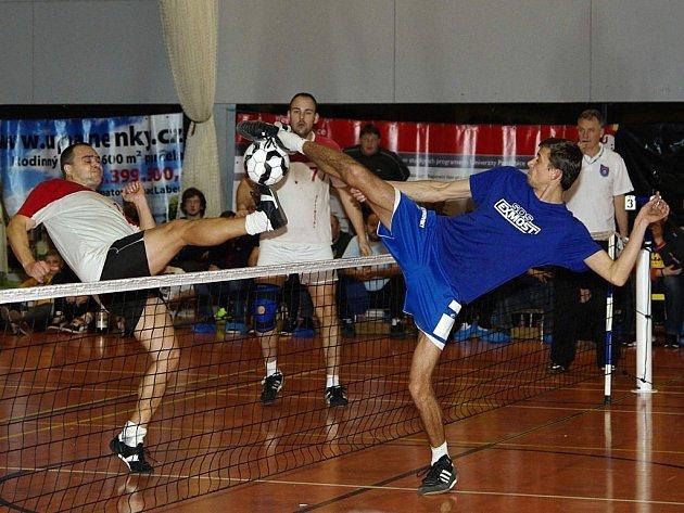 Ve finále Pardubice Open se střetl hlavní kandidát na celkové prvenství z Modřic (jeho hráč vpravo) s největším překvapením turnaje z Orlové. Favorit nedovolil protivníku ani set.
