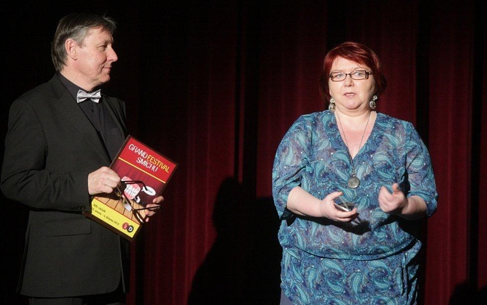 Galavečer smíchu 2013 v pardubickém divadle. Ředitel divadla Petr Dohnal a dramaturgyně festivalu Jana Uherová.